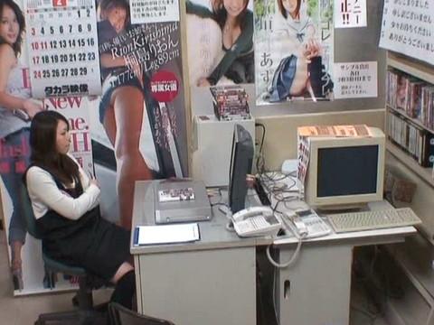 とあるレンタルビデオ店での監視カメラが見た事実 Vol.1 無修正画像03