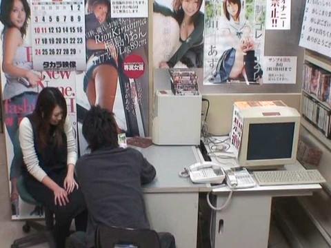 とあるレンタルビデオ店での監視カメラが見た事実 Vol.2 無修正画像04