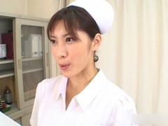 ナース服で患者のチンコを触診する淫乱看護師 Vol.1