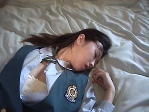 (音に難あり)ガチ危険!ロリ巨乳女子校生 Vol.1 無修正画像04