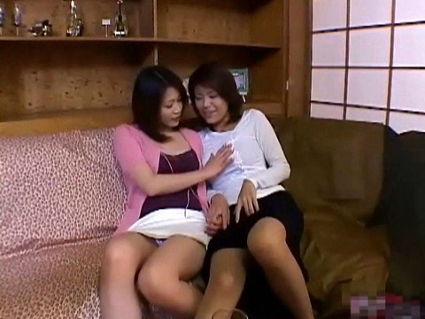 欲求不満で暇な奥様達は家にやってきたセールスマンを誘惑し・・・ part.1 無修正画像05